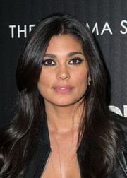 Rachel Roy wore her hair in a lovely center-parted style with gentle waves when she attended the 'Thor: The Dark World' screening in NYC.