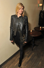 Elizabeth Banks paired her studded dress with black tights and black leather ankle boots.