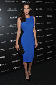 Liv Tyler looked magnificent in a blue cocktail dress with black side insets that accentuate her lovely curves.