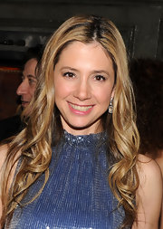 Mira Sorvino looked oh-so-feminine with her soft curls.