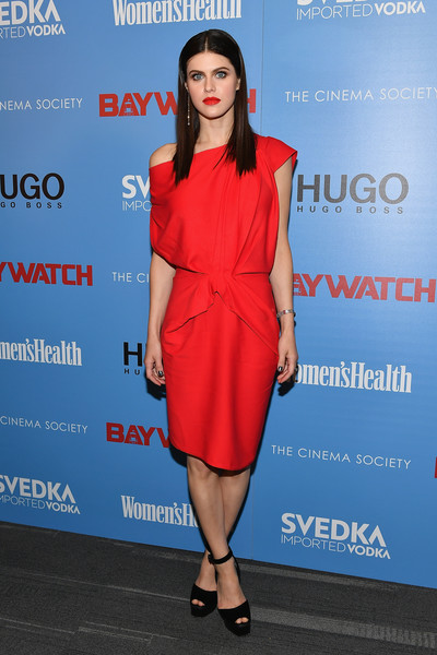 Alexandra Daddario was relaxed yet chic in a red off-one-shoulder dress by Rhea Costa at the 'Baywatch' screening in New York.