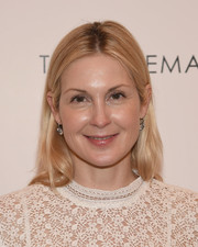 Kelly Rutherford went super casual with this center-parted 'do and natural makeup at the season 3 premiere of 'Odd Mom Out.'