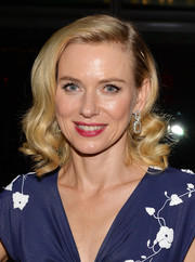 Naomi Watts styled her hair in retro-glam curls for the premiere of 'Diana.'