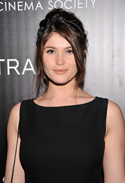 Gemma Arterton mastered the messy updo with this undone 'do topped off with a bow headband.