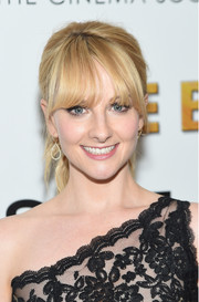 Melissa Rauch looked adorable wearing this ponytail with eye-grazing bangs at the screening of 'The Bronze.'