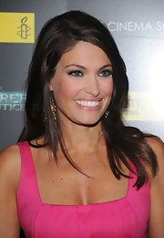 Kimberly paired her gold dangle earrings with a side swept shoulder length hairdo.