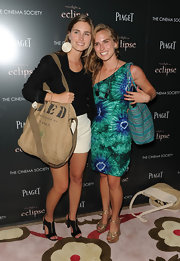 Lauren Bush showed off her love for a good cause with a Feed the hungry tote bag.
