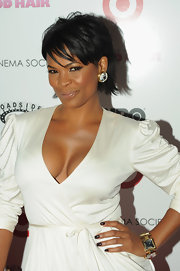 Nia paired her large diamond earrings with a short cropped straight cut.