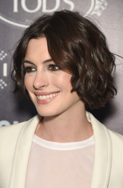 Anne Hathaway framed her face with a short wavy hairstyle for the premiere of 'Song One.'