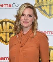 Katherine Heigl looked romantic with her perfectly styled waves at the CinemaCon 2017 Warner Bros. Pictures presentation.