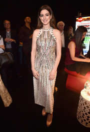 Anne Hathaway looked cool in a beaded and grommeted dress by Bottega Veneta at CinemaCon 2018.