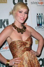 Singer Natasha Bedingfield added the perfect accessory to her bare neckline with an ornate statement neckalce. She highlighted her stunning jewels with a loose bun.