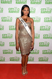 Nana Meriwether chose a strapless beaded dress for a totally sparkly and gorgeous red carpet look.