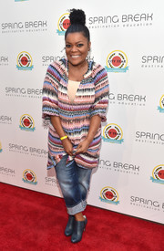 Yvette Nicole Brown wore an oversized print blouse to the City Year Los Angeles Spring Break.