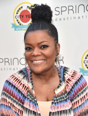 Yvette Nicole Brown swept her hair up into a curly top bun for the City Year Los Angeles Spring Break.