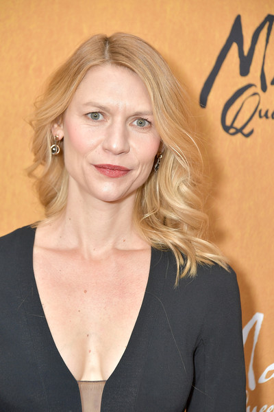 Claire Danes Medium Wavy Cut [claire danes,mary queen of scots,hair,face,blond,hairstyle,eyebrow,beauty,chin,lip,long hair,layered hair,new york,paris theater,premiere,premiere]