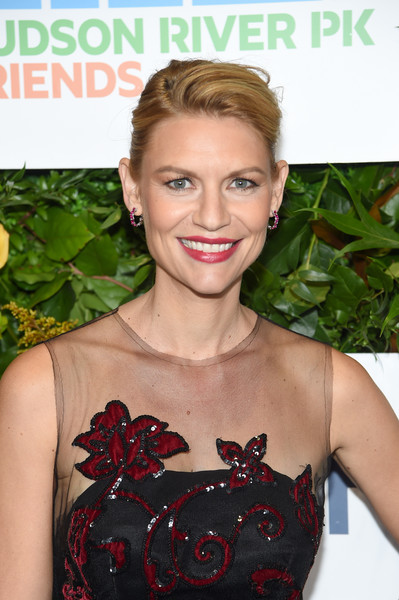 Claire Danes Pompadour [hair,hairstyle,beauty,lip,dress,neck,plant,cocktail dress,arrivals,claire danes,jay leno hosts the 20th anniversary gala to celebrate hudson river park,celebrate hudson river park,new york city,pier 60,20th anniversary gala]