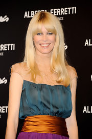 The ageless Claudia Schiffer shows up on the red carpet with bright blonde locks which give her the ultimate glow on the red carpet