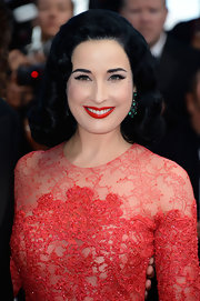 Dita Von Teese looked simply lovely with raven retro-inspired waves.