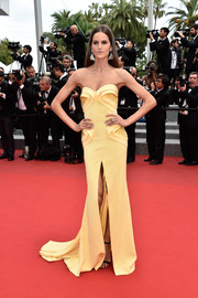 Izabel Goulart's yellow Georges Hobeika strapless gown at the Cannes closing ceremony looked like a beautiful, sculptural work of art.