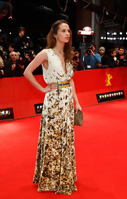 Alicia looked exquisite in a long floral-print dress at the Closing Ceremony of the Berlinale International Film Festival.