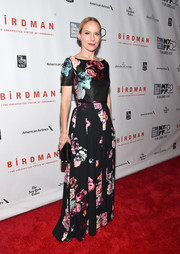Amy Ryan looked sweet and graceful in her colorful floral gown during the 'Birdman' gala presentation.