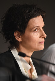 Juliette Binoche kept it casual with this messy cut at the 'Clouds of Sils Maria' photocall during the Cannes Film Festival.