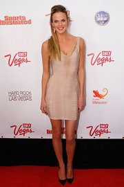 Shannan Click gave her nude bodycon dress a sultry finish with pointy black patent pumps.