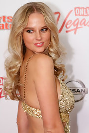 Genevieve Morton topped off her sexy-glam look with a center-parted curly 'do at the Club SI Swimsuit event.