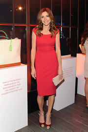 Sarah Chalke looked stunning in a fitted red frock with cap sleeves.