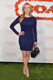 Katheryn showed off her fit figure with this long-sleeve sparkly dress in a rich midnight blue hue.