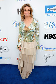 To top off her beachy fun look, Sharon Lawrence rocked a tropical-print blouse.