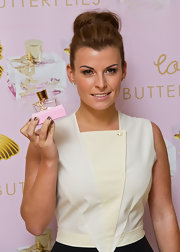 Coleen Rooney showed off perfectly manicured nails in a soft gray hue.