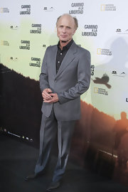 Ed Harris showed off his dapper side in a classic gray suit and black button down shirt.