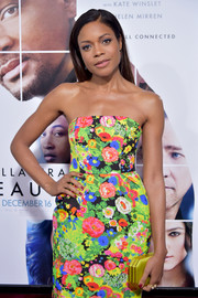 Naomie Harris was hard to miss at the 'Collateral Beauty' world premiere with her brightly hued satin clutch and floral frock combo.