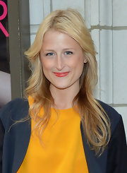 Mamie Gummer wore her hair in softly feathered layers for the opening night of 'The Columnist.'