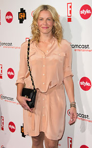 Chelsea Handler paired her peach shirt dress with a classic black quilted shoulder bag.