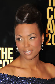 Aisha Tyler paired her sparkling sequined dress with sapphire crystal Phoebe earrings for the 2012 Comedy Awards.