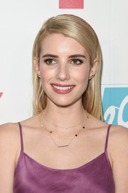 Emma Roberts kept it simple yet elegant with this straight side-parted hairstyle at the 20th Century Fox party during Comic-Con.