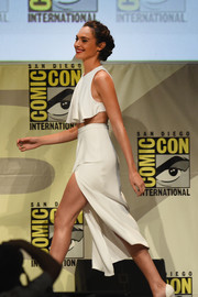 Gal Gadot turned heads in a fluttery white crop-top by Cushnie Et Ochs during Comic-Con.