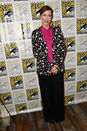Vera Farmiga teamed a heart-print blazer with black pants and a fuchsia pussybow blouse for Comic-Con International 2016.