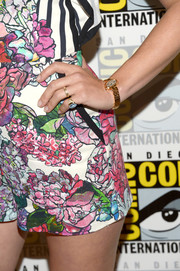 January Jones accessorized with a pair of gold rings at Comic-Con International 2016.