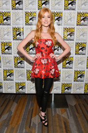 Katherine McNamara attended Comic-Con International 2017 wearing a strapless floral top by Alice + Olivia paired with black leather leggings.