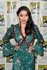 Lana Condor attended Comic-Con International 2018 wearing a pink mani.