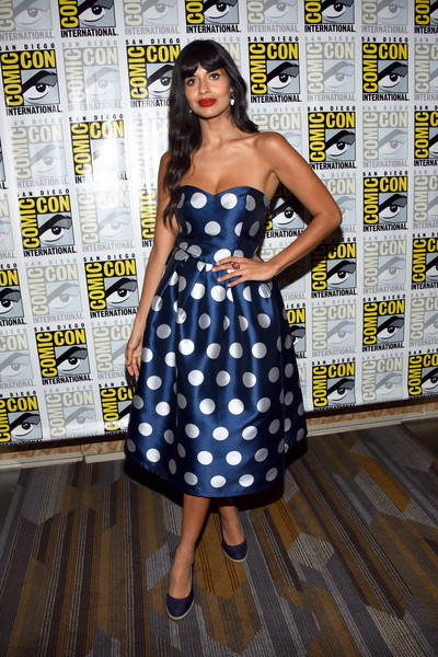 Jameela Jamil gave us '50s vibes with this strapless polka-dot dress at the 'Good Place' press line during Comic-Con International.