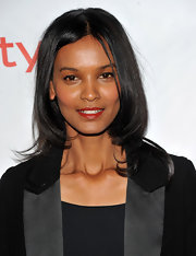 Liya Kebede attended the screening of 'Desert Flower' with a center part layered cut. The model spiced things up a bit with a touch of red lipstick.