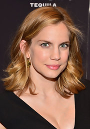 Anna Chlumsky's honey locks looked thick and voluminous when styled into these loose waves.