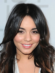 Vanessa Hudgens widened her eyes with pale nude  eye shadow.