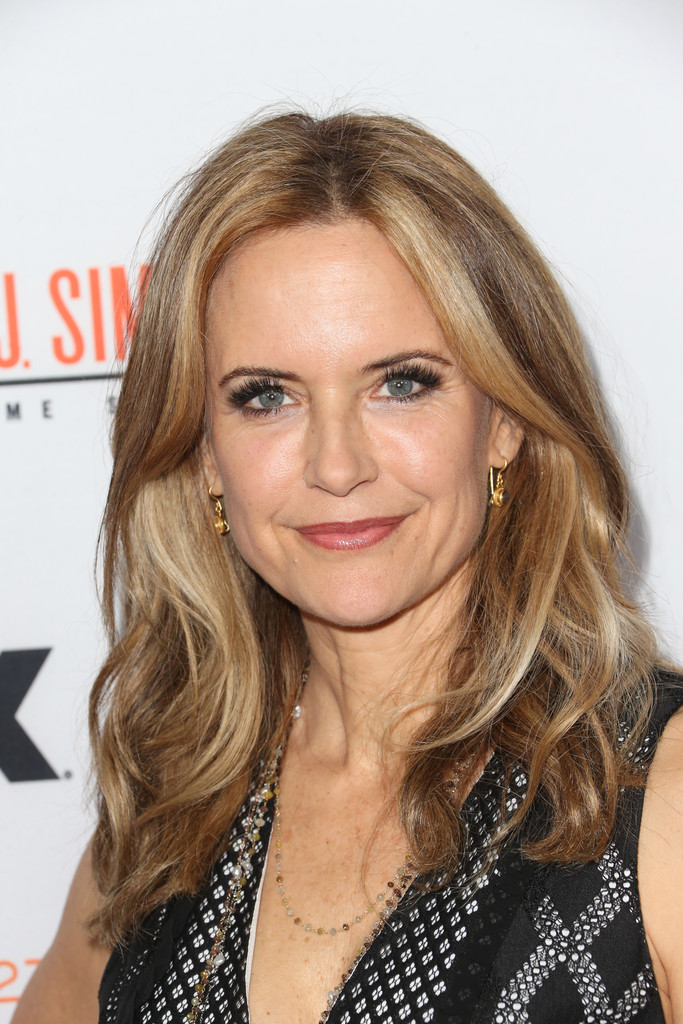 Kelly Preston S Wavy Layers Haircuts For Women Over 50