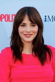 Andrea opted for a more simple and low-key 'do with this sleek style with parted bangs.